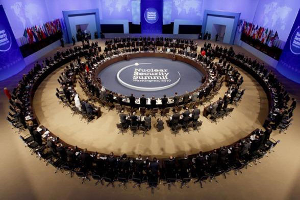 التوقع في زيادة الدول يوافق على التخلص من المواد النووية في مؤتمر الأمن النووي بسيئول.  132AED454F447BFD049EA0