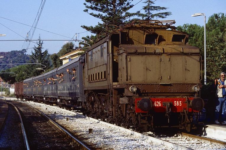 이탈리아 북부 리구리아 체르보 마을 해안 철도 - Coastal Railway Cervo Liguria North Italy