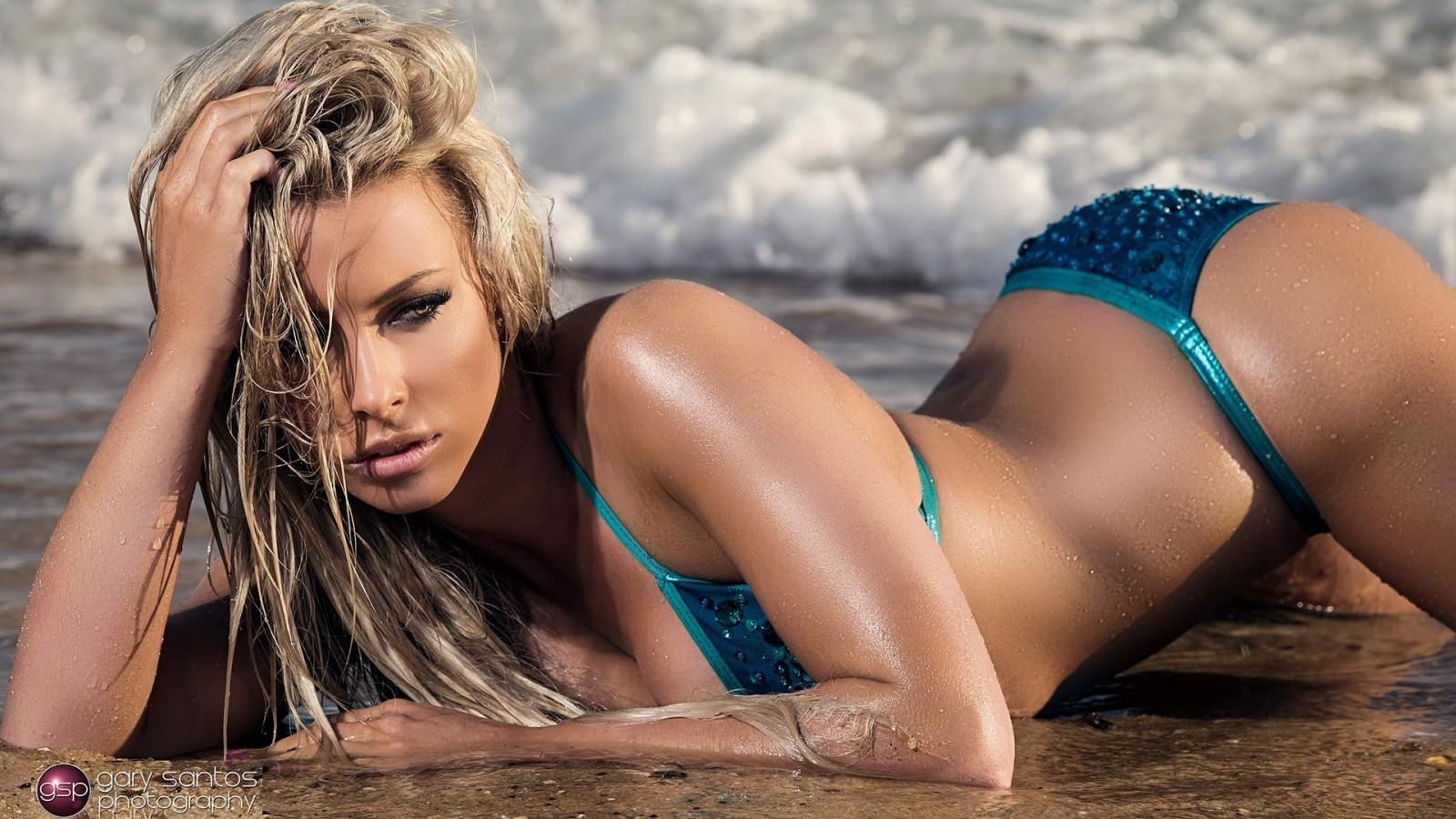hot body in sexy bikini