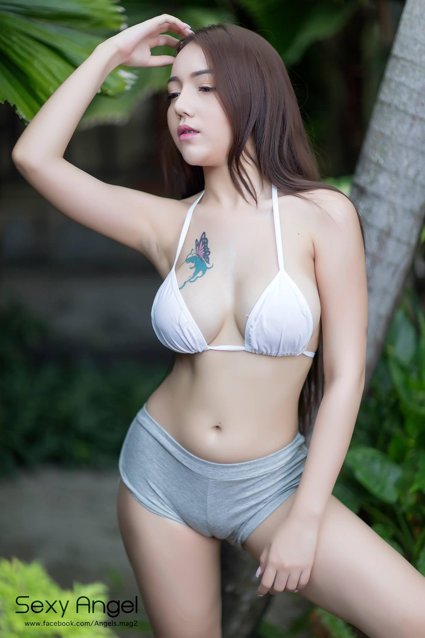 hot pose Asian girls